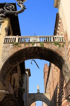 Free The Arch Of The Rib, Verona Royalty Free Stock Photography - 21215347