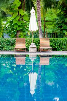 Free Swimming Pool Royalty Free Stock Image - 21217476