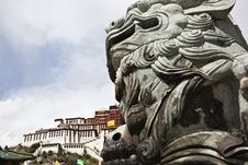 Free Tibet: Stone Lion And Potala Palace Royalty Free Stock Images - 21218129