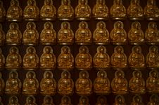Free Golden Buddha Statue Royalty Free Stock Image - 21218946