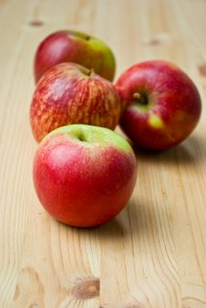 Free Apples On Wooden Table Stock Images - 21219174