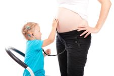 Free Little Girl Is Listening Pregnant Belly Stock Photography - 21224532