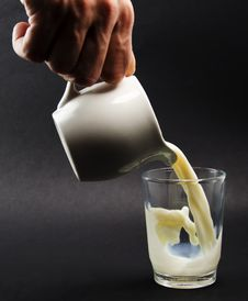 Pouring Milk Royalty Free Stock Photography
