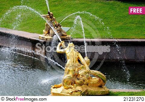 Free Fountains In Petergof Park. Fountains Samson Stock Photo - 21231270