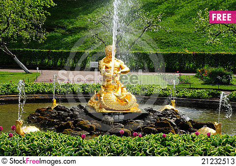 Free Fountains In Petergof Park. Fountains Samson Stock Photos - 21232513