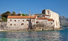 Free Old Defensive Fortress On The Sea Shore Royalty Free Stock Photography - 21234007