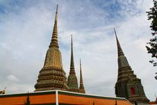 Free Towering Wat Pho At Bangkok Stock Photography - 21244222