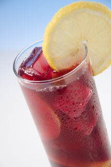 Wine Whit Lemon, Vino De Verano Royalty Free Stock Images