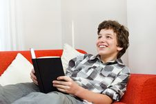 Free Smiling Young Man Loves To Read For Fun Royalty Free Stock Photos - 21249888