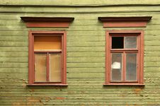 Free Old Broken Window Royalty Free Stock Photography - 21250777