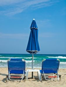 Free Sunbeds And Umbrella At Paradise Beach Thasos Royalty Free Stock Images - 21264809