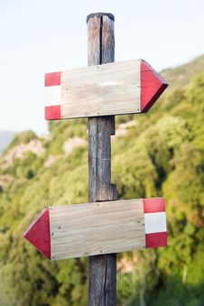 Free Wooden Signs Indicators In The Mountains Stock Images - 21267444