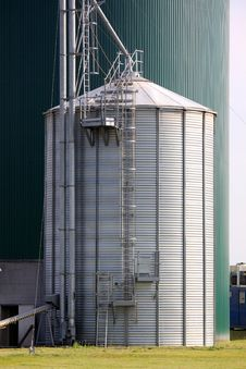 Free Small And Big Silo Royalty Free Stock Photo - 21268315