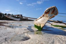 Free Boat On The Beach Of Zanzibar Royalty Free Stock Photos - 21278718