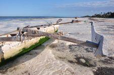 Free Boat On The Beach Of Zanzibar Royalty Free Stock Images - 21279009