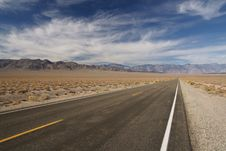 Free Road To Nowhere Royalty Free Stock Photography - 21285217