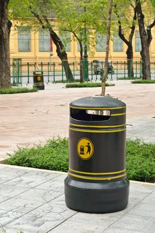 Free Vintage Style Garbage Bin Stock Photo - 21288570