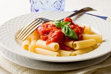 Free Pasta With Tomato Sauce And Basil Royalty Free Stock Images - 21291889