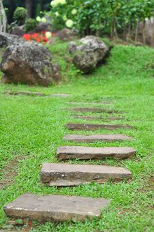 Free Garden Stone Path Royalty Free Stock Photography - 21292637