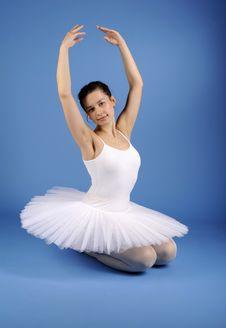 Free Ballet Dancer Posing In White Tutu Royalty Free Stock Photography - 21294117