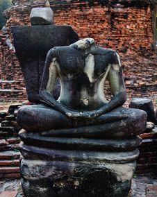 Free Broken Buddha Image Of Ayutthaya,Thailand Royalty Free Stock Photos - 21295648