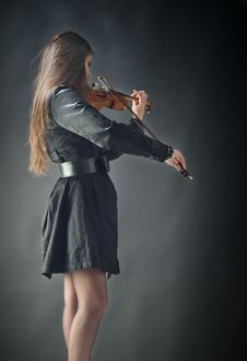 Free Girl Playing Violin Royalty Free Stock Images - 21295809