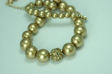 Free Bronze Pearl Necklace Royalty Free Stock Image - 21296046