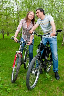 Free Happy Young Couple Riding Bicycles Royalty Free Stock Photo - 21297045