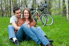 Free Young Couple Resting In A Park Royalty Free Stock Photos - 21297048