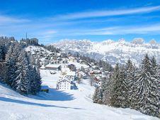 Free Skiing Slope Royalty Free Stock Image - 21297626
