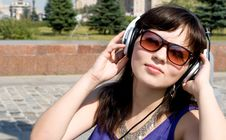 Free Girl Listening Music Royalty Free Stock Photos - 21299908