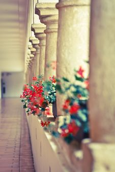 Free Castle Hallway With Columns Royalty Free Stock Images - 21304099