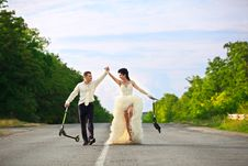 Free Newlywed Couple With Scooters Royalty Free Stock Image - 21311426