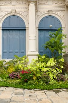 Free Garden In Front Of The Building Stock Image - 21318991