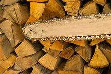 Free Chainsaw Blade And Wood Stock Photography - 21320272