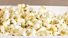 Free Freshly Popped Pop Corn In A Bowl Royalty Free Stock Images - 213272439