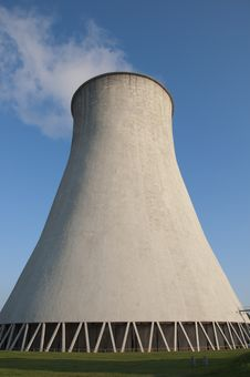 Free Cooling Tower Royalty Free Stock Photo - 21337565