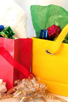 Free Gift Bags With Bows Royalty Free Stock Photo - 21337825