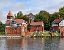 Free Water Treatment Works On The River Thames Royalty Free Stock Images - 21343259