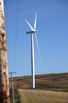Free Wind Turbine In A Field, Washington State. Royalty Free Stock Images - 21357809