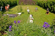 Free Elements Of A Garden Landscape Design Stock Photos - 21362113