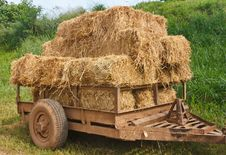 Free Hay Wagon Royalty Free Stock Photos - 21371808