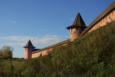 Free Kremlin Wall In Suzdal Royalty Free Stock Photos - 21373168