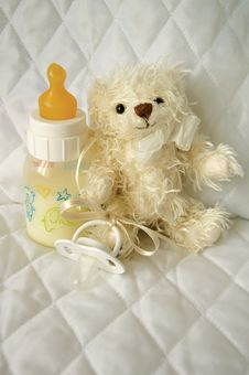 Free Teddy Bear And Bottle With Milk Royalty Free Stock Photography - 21380597