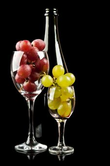 Free Grapes In A Glass And A Bottle Of Wine Royalty Free Stock Photos - 21387928
