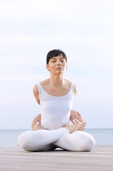 Free Lotus Pose Royalty Free Stock Photo - 21390415