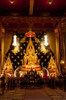 Free Golden Buddha Statue Royalty Free Stock Images - 21394689