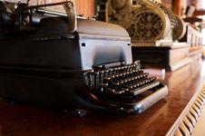 Free Old Vintage Typewriter Royalty Free Stock Photo - 21398325