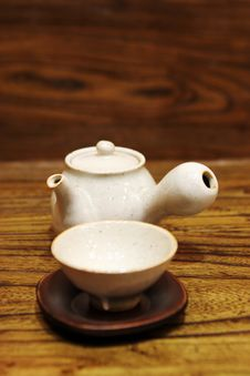 Free Pottery Tea Pot And Cup Royalty Free Stock Image - 2148656