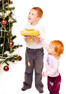 Free Children Decorate A New-year Tree Stock Photography - 21403762